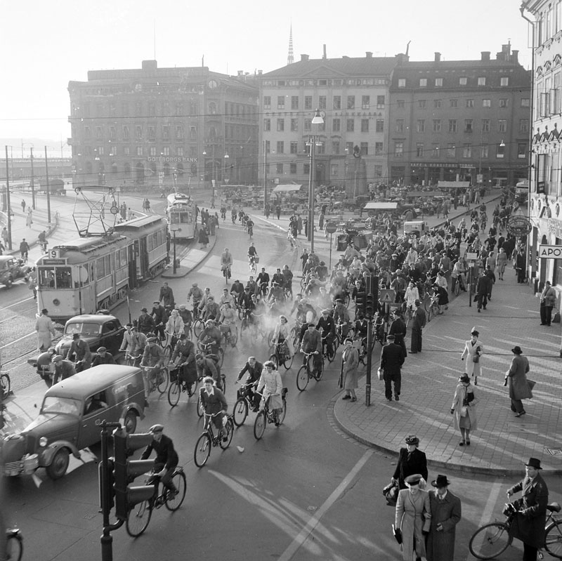 Cycling in Stockholm, 1945