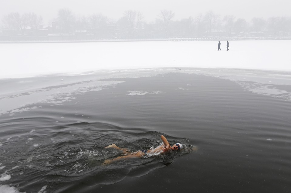 Swimming in freezing water